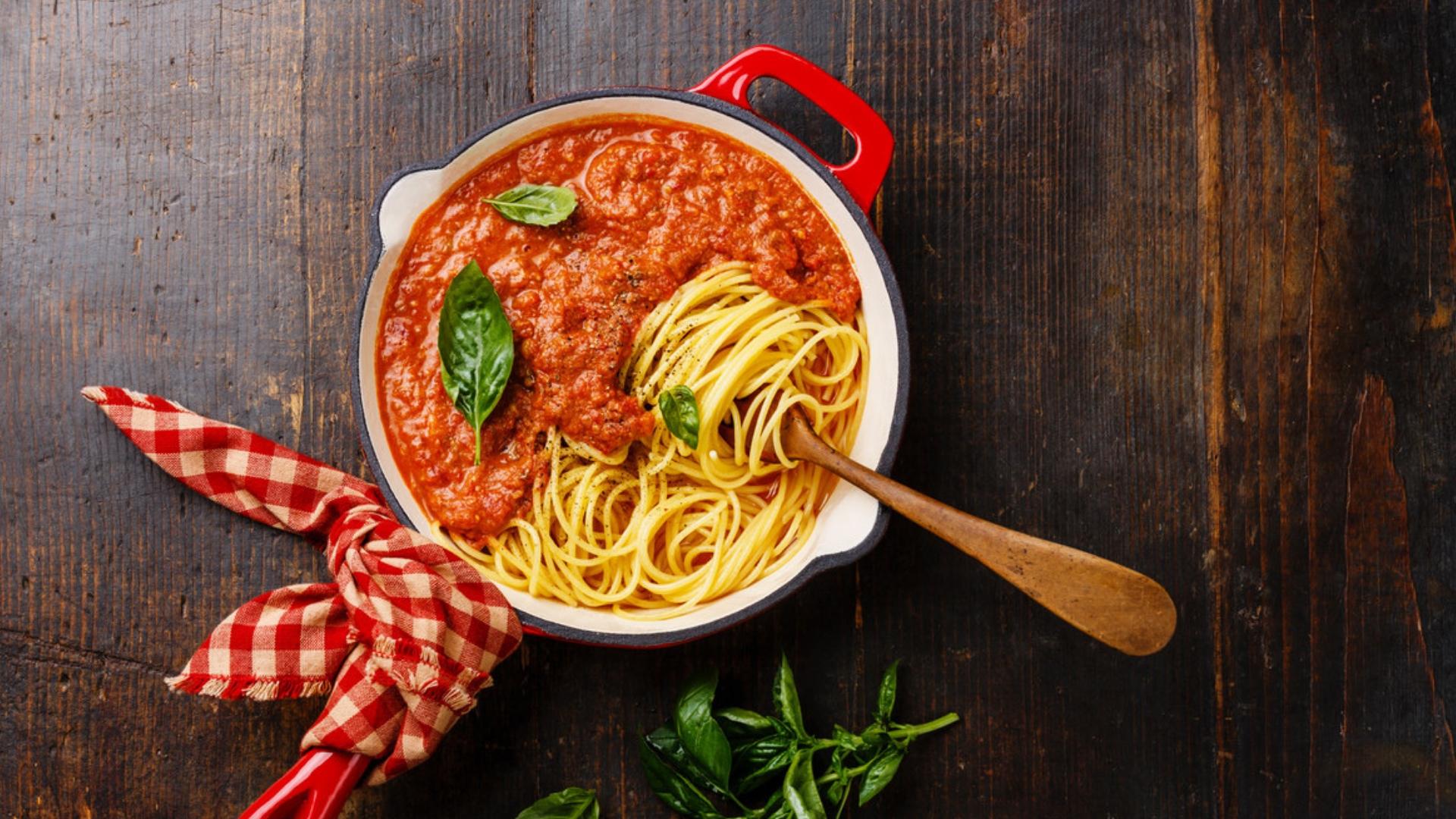 Eine einfache Tomatensoße kann man ganz einfachselber machen